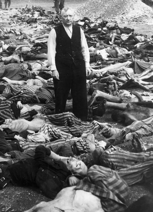 1942 yılında yapılan Wannse konferansında Alman Nazileri 'Yahudi sorunu'nun kesin çözümü olarak 'toplu soykırım' kararı aldı. Bu soykırımda çoğunluğu toplama kamplarında 6 milyon yahudi önce gaz odalarında zehirlendi sonra da fırınlarda yakıldı. 1944 Ocak ayı.