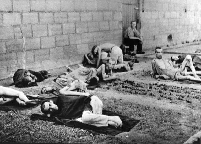 2. Dünya savaşında bir Alman toplama kampında tek suçları Alman ırkından olmamak olan esirler