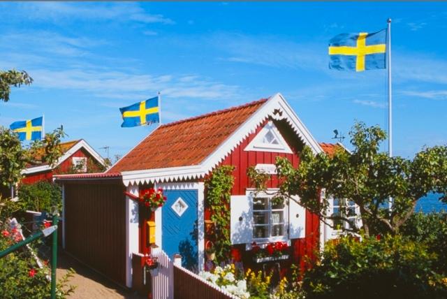 İsveç'in gösterişsiz, kullanışlı ve aşı boyalı yazlık barakaları İsveç Milli romantizminin bir sembolüdür